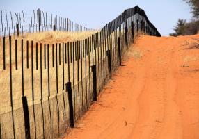 1599px-Border_fence_Namibia_Botswana_(2018)